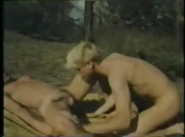 Blonds do it bareback outdoors