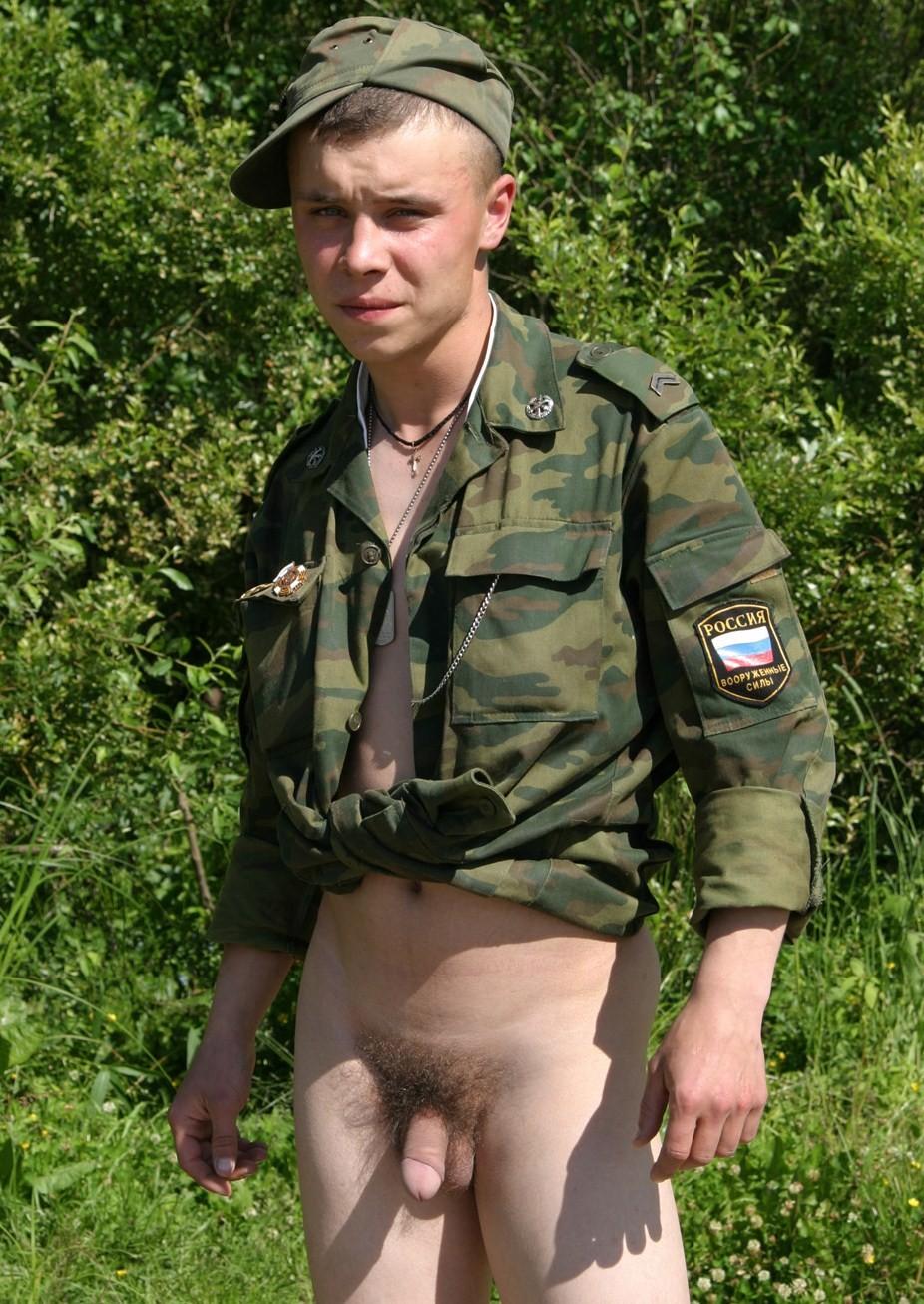 Армейское гей порно выебали в жопу в туалете молодого бойца