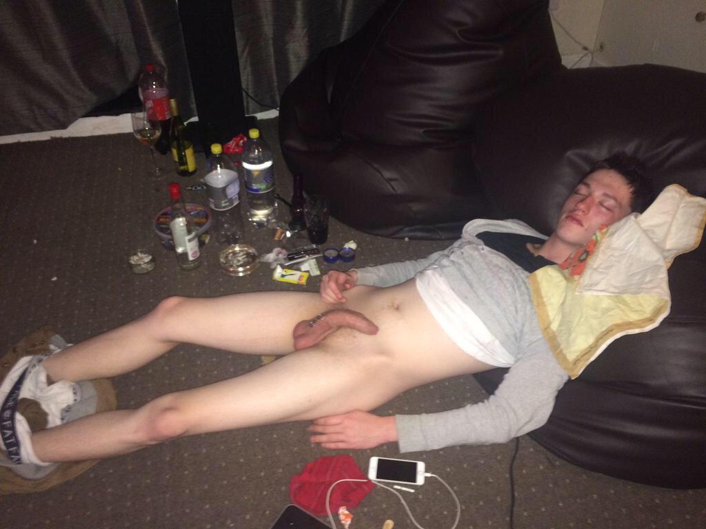 Very Drunk Men Naked