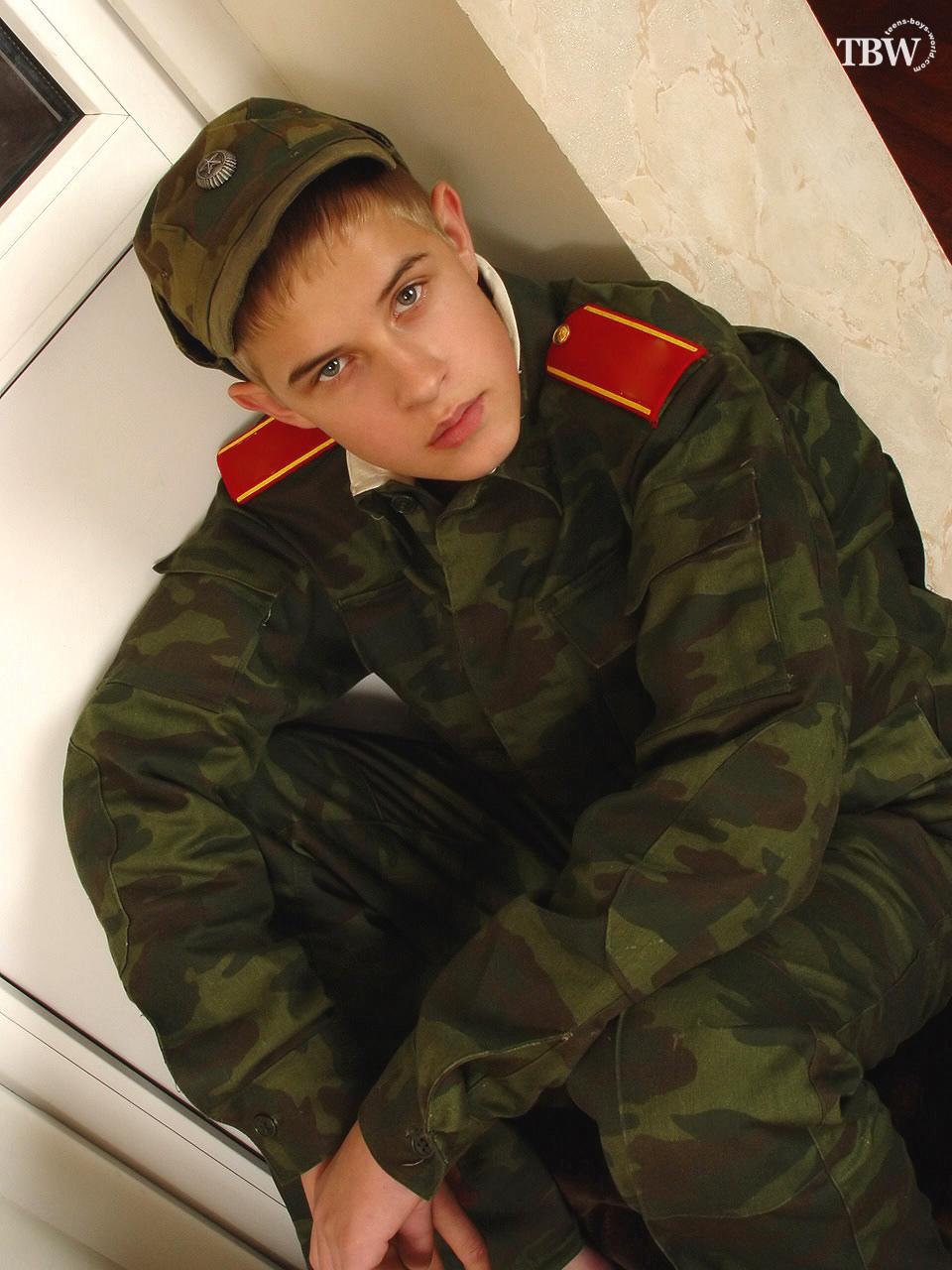 С военнослужащими знакомства гей