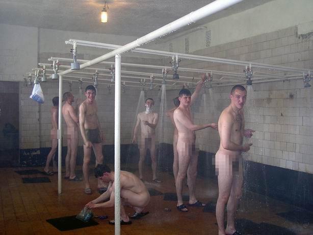 в солдаты бане порно моютса руское