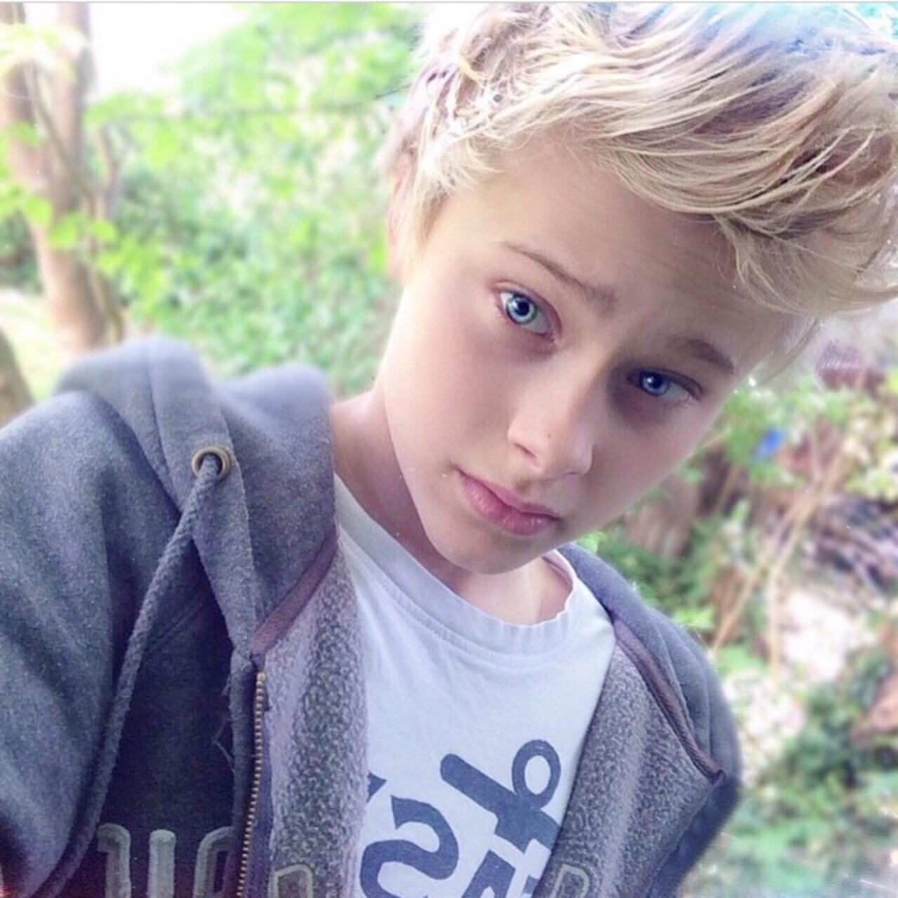 sexy-cute-blonde-boy-cum-rapid