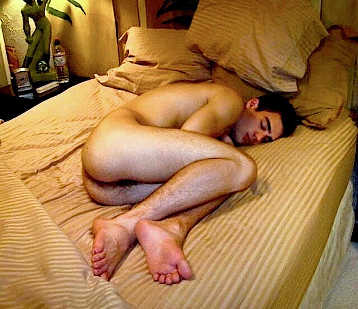 Sleeping naked with boyfriend — img 7