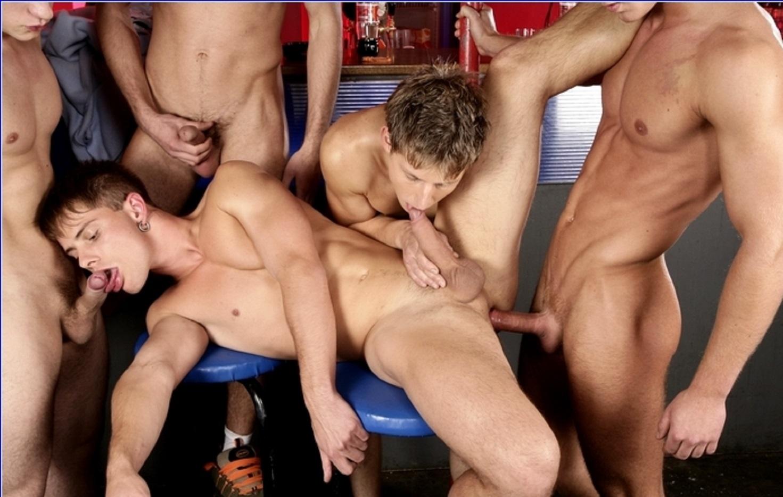 секс молодых парней групповой