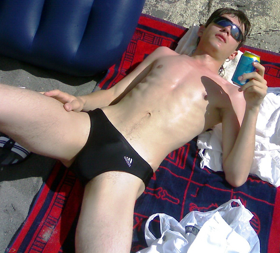 young-chick-in-speedo-porn