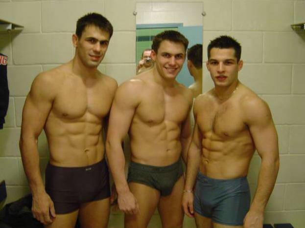hot-naked-guy-locker-room